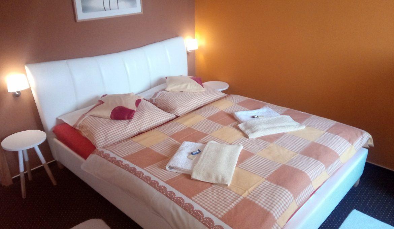 Apartment 1 s terasou